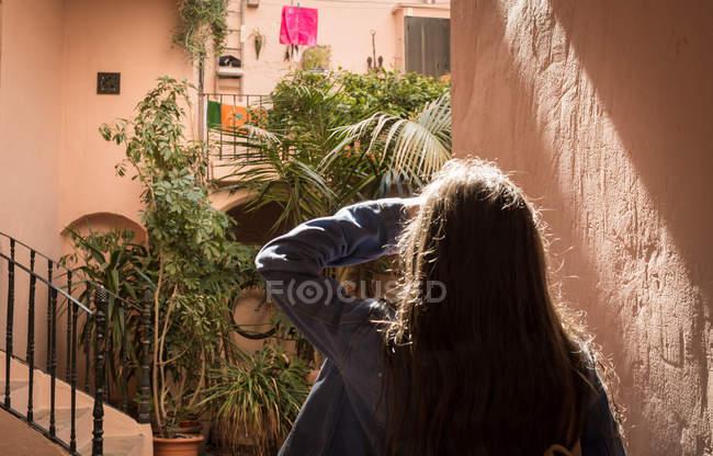 Rear view of female tourist walking on street — Stock Photo