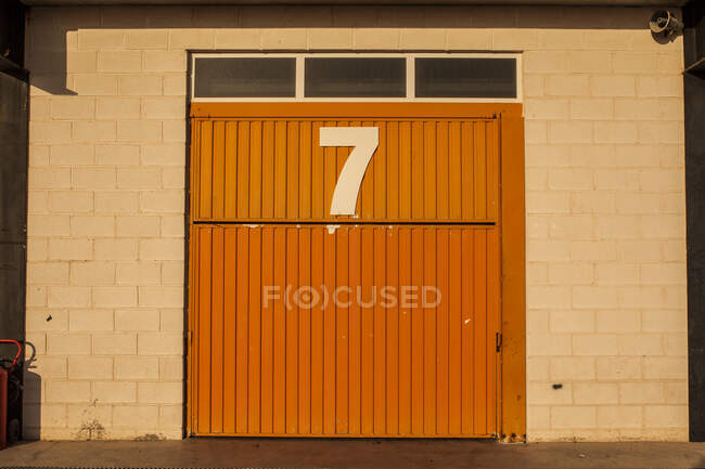 Garage door with number seven — Stock Photo