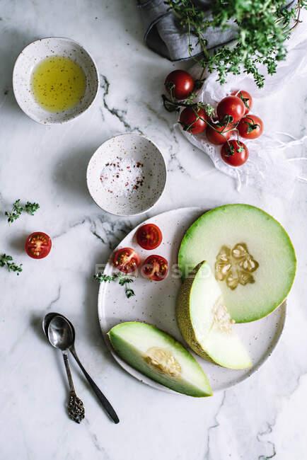 Здоровий фрукт на тарілці — стокове фото