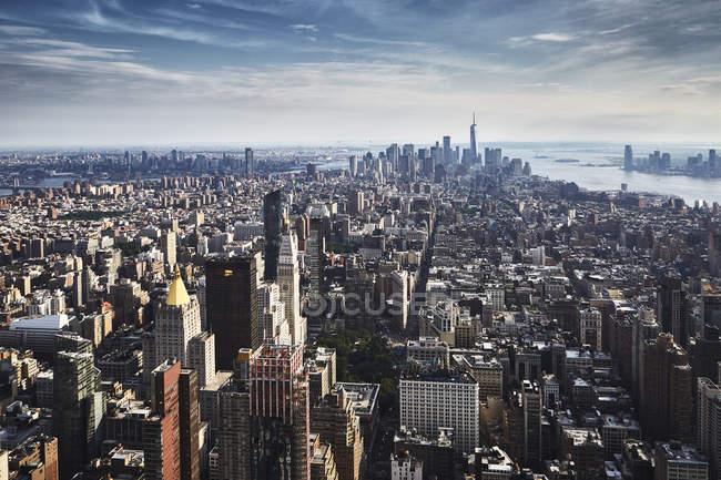 Futuriste paysage urbain du centre-ville, New York, États-Unis — Photo de stock