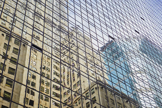 Reflection of street on glass facade of tower building, New York, USA — Stock Photo