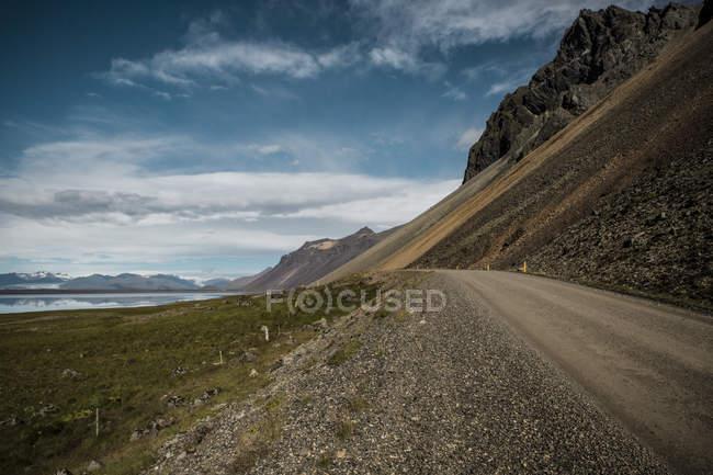 Мальовничий вид маршрут між хребта і озера Ісландії — стокове фото