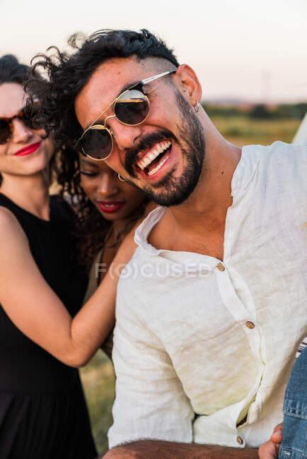 Friends having fun in nature — Stock Photo