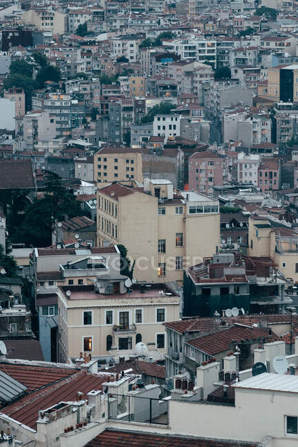 Incredibile vista drone di vari condomini situati sulle strade di Istanbul, Turchia — Foto stock