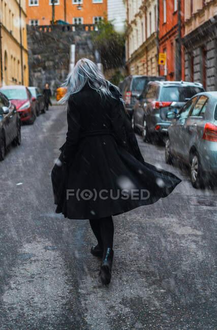 Stylish woman on cold street — Stock Photo