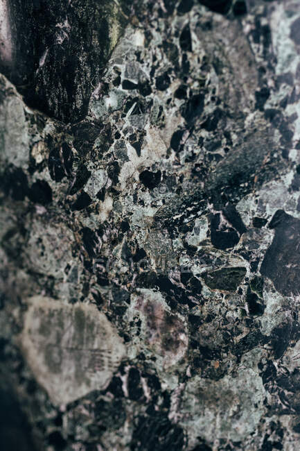 Primo piano di modello su superficie liscia di marmo scuro a Istanbul, Turchia — Foto stock