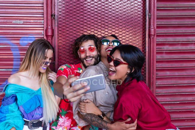 Stylish friends taking selfie on street — Stock Photo