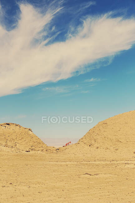Crane in the middle of the desert, china — Stock Photo