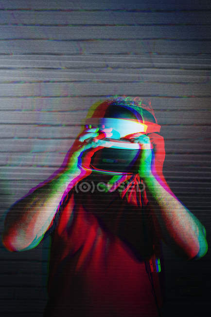 Man testing VR glasses on dark background — Stock Photo