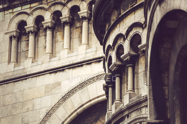 Ornamental wall of old stone building, Paris, France — Stock Photo