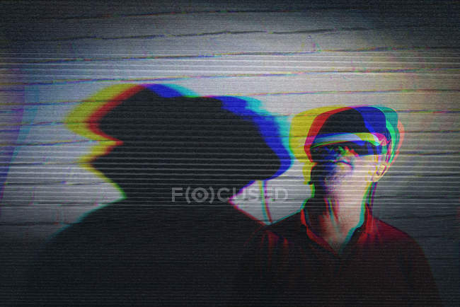 Man testing VR glasses on dark background — Stock Photo