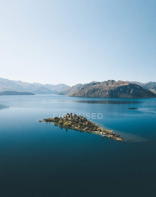 Amazing view of mountains and lake — Stock Photo