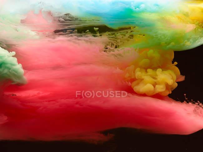 Sfondo di nuvole di fumo colorate vivide — Foto stock