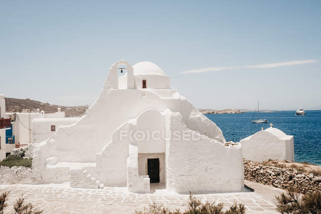 White castle on coast under blue sky, Mykonos, Greece — Stock Photo