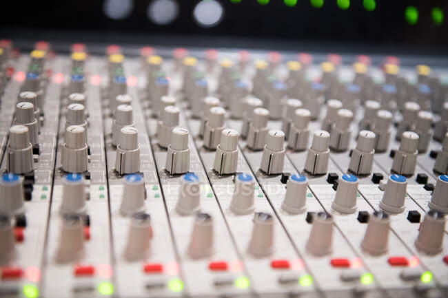 Placa de mixer de áudio close-up — Fotografia de Stock