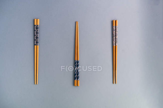 From above collection of wood chopsticks on blue background — Fotografia de Stock
