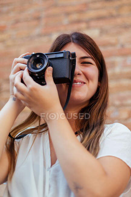 Young girl posing with a vintage camera — Stock Photo