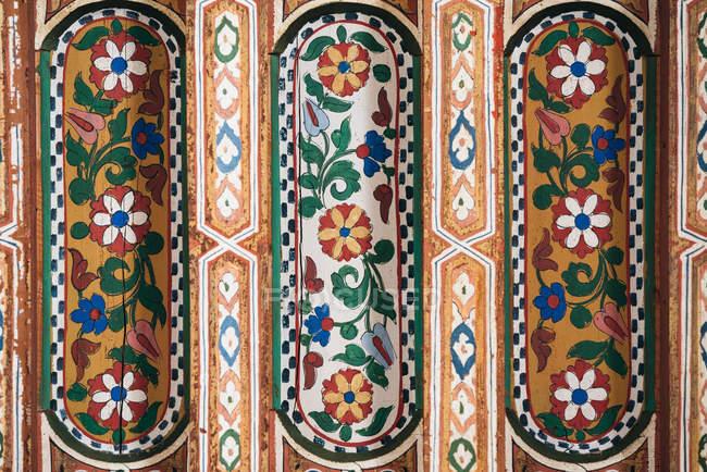 Geometrically handmade patterned ceiling art — Stock Photo