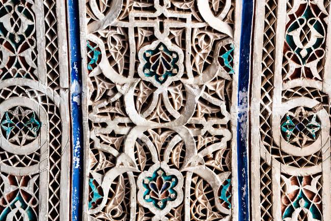 Esculpida à mão esculpida geometricamente parede — Fotografia de Stock
