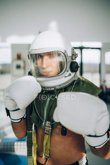 Pose in gym interior with astronaut helmet .. — Stock Photo