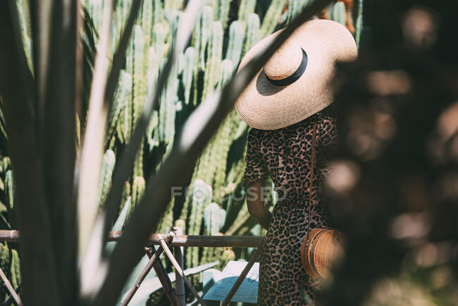 Woman with a straw hat in a beautiful garden — Stock Photo