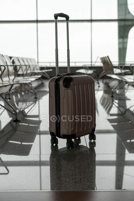 Plastic luggage bag with handle between row of seats in airport in Porto, Portugal — Stock Photo