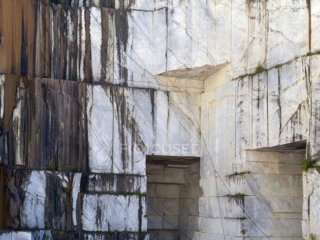 Stacked huge marble blocks on sunny day in quarry — Stock Photo