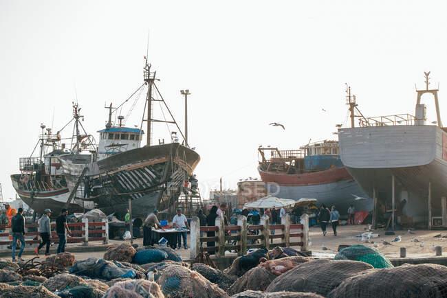 Рыбацкие лодки на якоре в Эс-Сувейре — стоковое фото