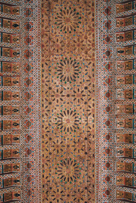 Geometrically handmade carved ceiling art — Stock Photo
