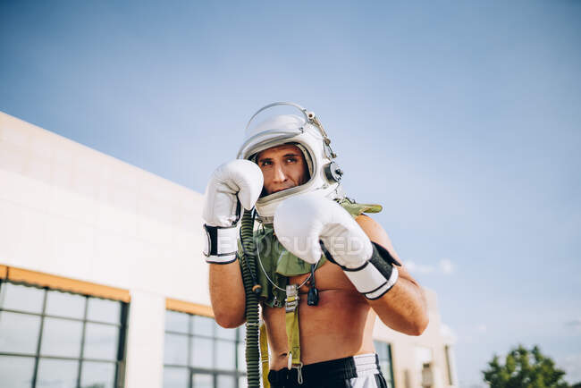 Poses outside together gym with astronaut helmet. — Stock Photo