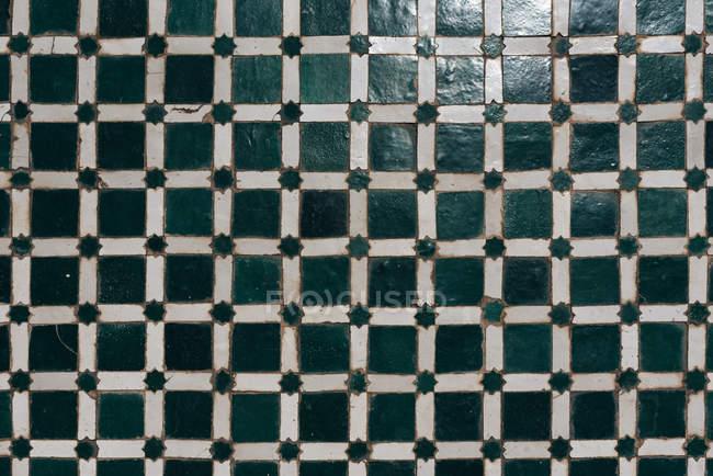 Vintage artesanal telha cerâmica xadrez — Fotografia de Stock