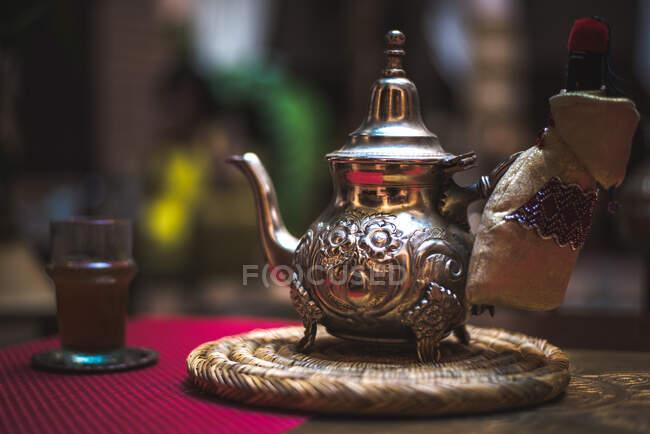 Tetera tradicional marroquí - foto de stock