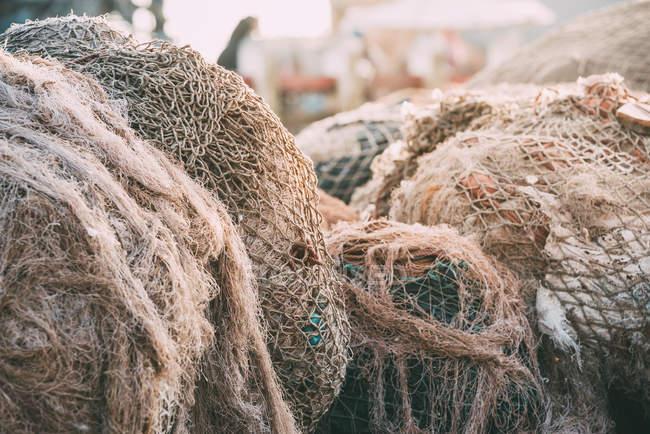 Рыболовные сети на пристани, крупным планом — стоковое фото