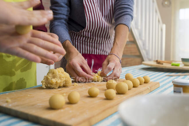 Hands working with dough and decorating pastry — Stock Photo