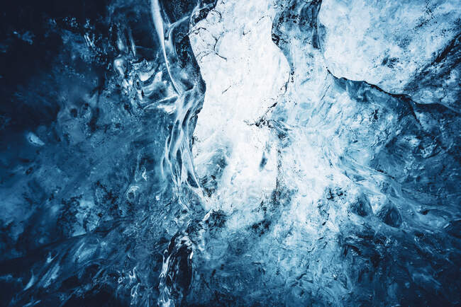 Beautiful crystal blue ice — Stock Photo