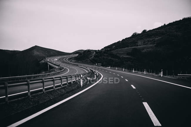 Picturesque winding highway road in mountains — Stock Photo
