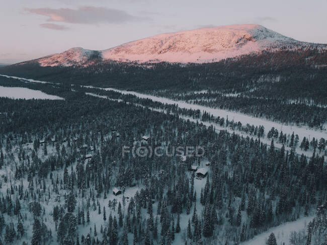 Beautiful drone view of narrow road going through amazing Arctic countryside near majestic snowy mountain — Stock Photo