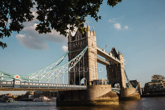 Ponte antiga no dia nublado — Fotografia de Stock