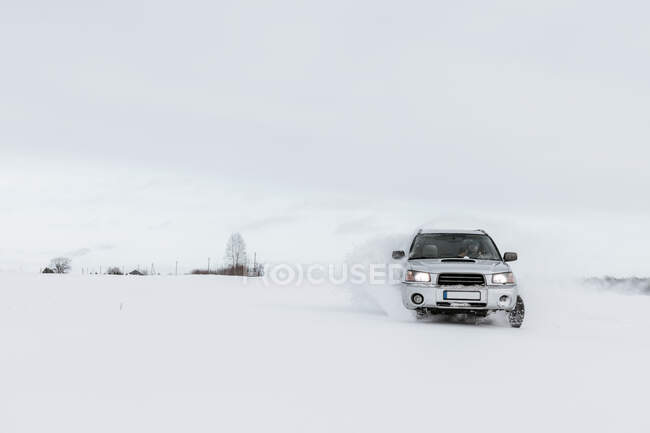 Automobile drifting on snow meadow and cloudy sky in Vilnius, Lithuania — Stock Photo