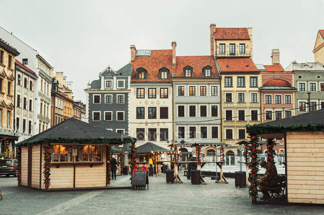 WARSAW, POLAND - NOVEMBER 27, 2017: Christmas market in Warsaw Old Town Market Square, detail of the old colorful facades — Stock Photo