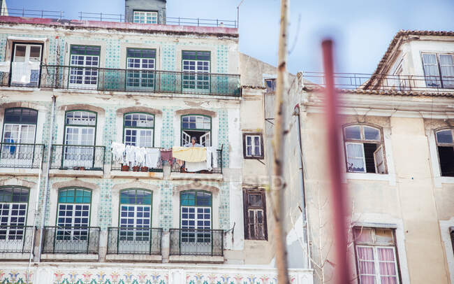 View to street with linen on old grungy houses in Sintra, Lisboa, Portugal — Stock Photo