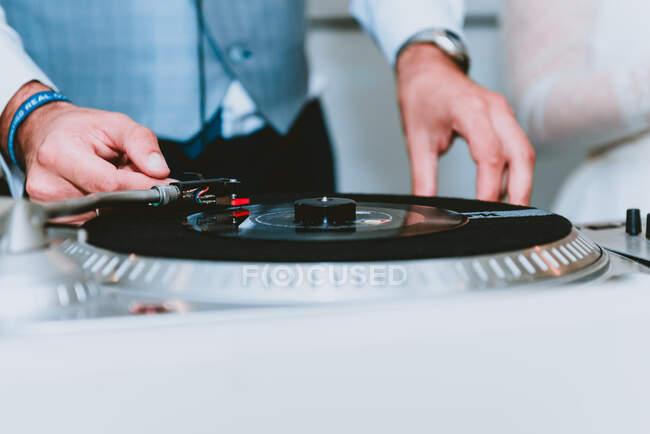 Crop man clicking plays records — Stock Photo