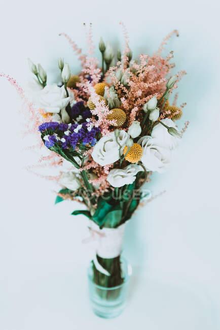 Букет свежих цветов — стоковое фото