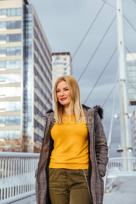 Blonde girl walking in the city — Stock Photo