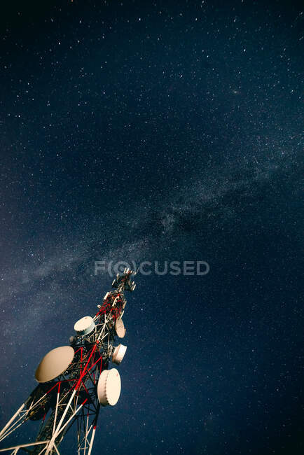 Radio tower against starry sky — Stock Photo