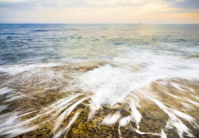Bright morning sun rising over surface of clean sea water in majestic nature — Stock Photo