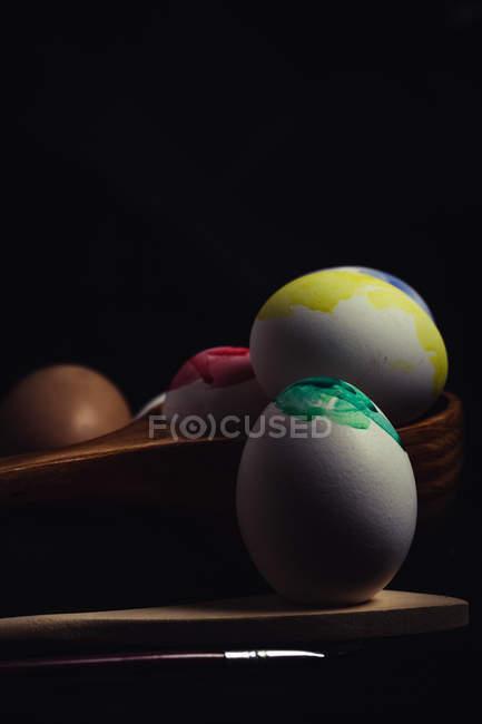 Ensemble d'oeufs mal colorés — Photo de stock