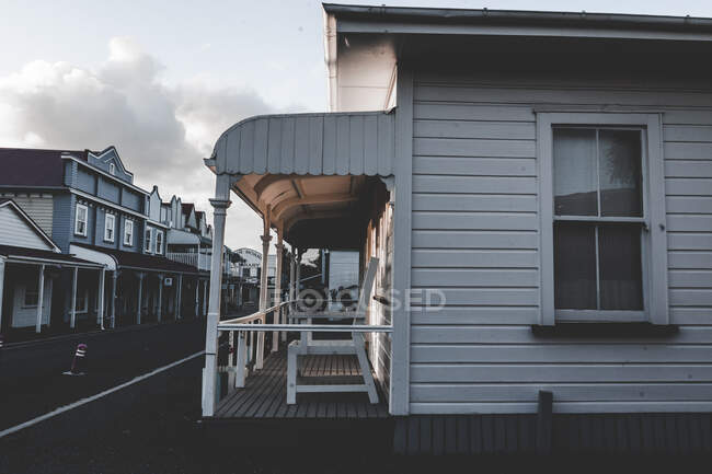 Wooden chair on porch of cottage in sunny day in west neighborhood — Stock Photo