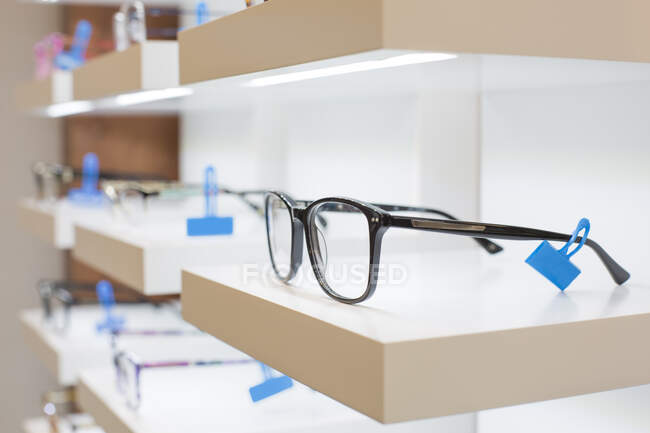 Glasses on a shelf in a store — Stock Photo
