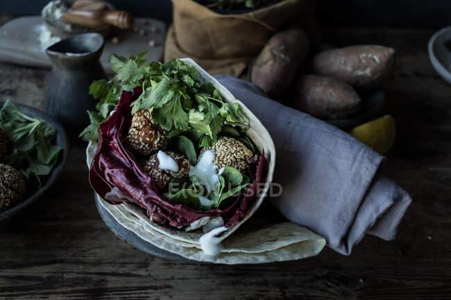 Свіжі солоденькі картопляні фалафелі — стокове фото